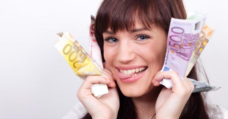 Lo stipendio di una figurante di sala: ecco quanto guadagna e da cosa dipende