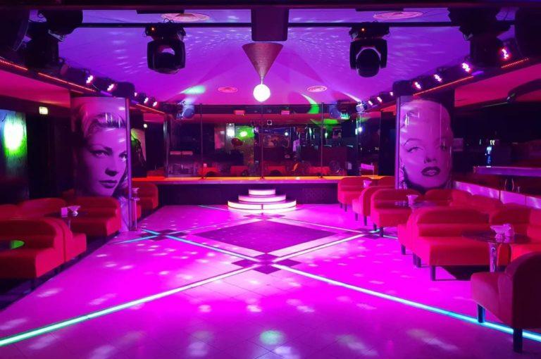 lavoro di ragazza immagine nei night club
