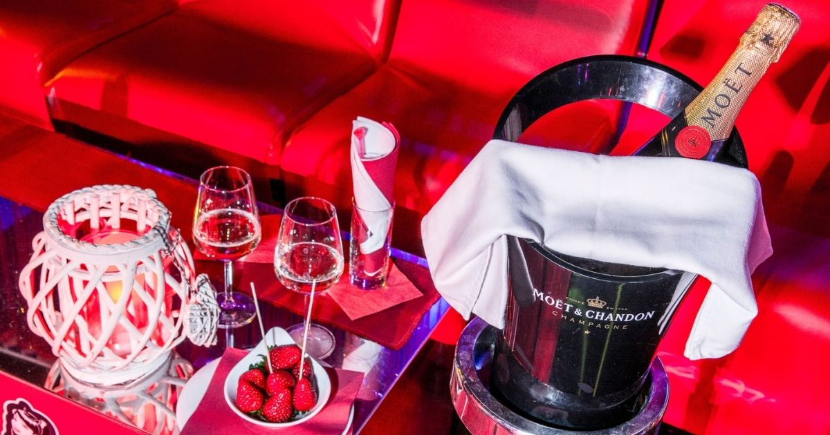 night club frutta bottiglia Moet drink