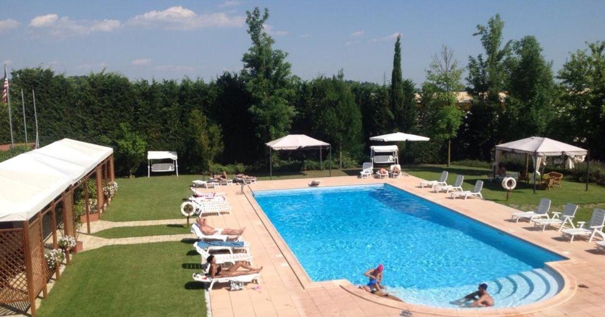 Lady Godiva Night Club piscina Lucignano
